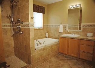 baie crem cu mobilier din lemn natur