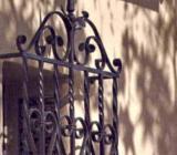 Pentru decorarea dar si protejarea ferestrelelor si a usilor casei dvs. puteti apela la grilaje din fier forjat.