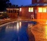 Cateva sisteme de iluminat piscinele pentru a crea efecte speciale prin iluminatul decorativ.