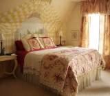 Daca doriti sa va creati un decor romantic in locuinta dvs. aveti in articolul acesta sfaturi practice pentru obtinerea unui look romantic.