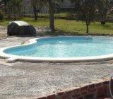 Indiferent de spatiul de care dispuneti in curte va puteti crea un loc special prin amenajarea unei piscine betonate.