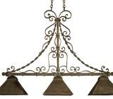 Pentru a obtine un aer baroc sau clasic locuintei se pot utiliza candelabrele realizate din fier forjat.