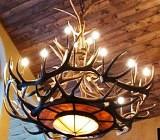 Daca preferati un design rustic pentru locuinta dvs. atunci neaparat trebuie sa alegeti si niste corpuri de iluminat potrivite acestui decor.
