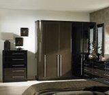 Cateva sfaturi practice despre cum sa asociem mobila neagra cu celelalte accesorii din camera pentru a obtine un dormitor elegant.
