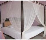 Cateva modele de paturi cu baldachin din care sa puteti alege pentru dormitorul dvs. spatios.