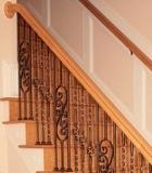 Balustradele din fier forjat in combinatie cu treptele din lemn creaza in casa dumnevoastra un aspect antichizat