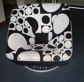 scaun relaxare alb cu negru