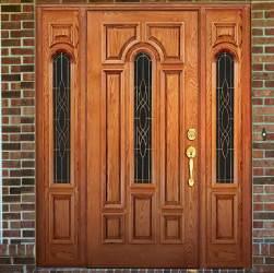 Usa exterioara de lemn