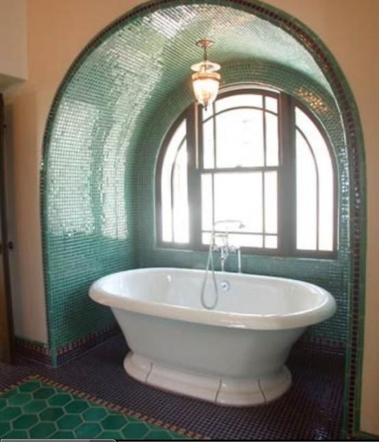 Baie cu perete in arcada placat cu mozaic verde