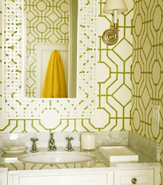 Faianta alba cu model verde combinata cu chiuveta de baie cu blat de marmura